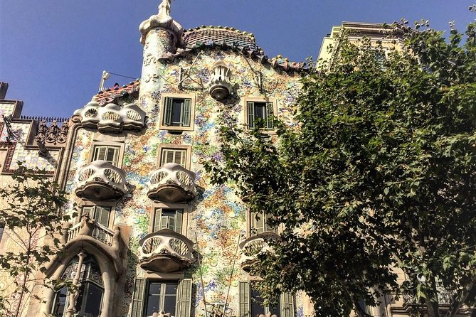 Barcelona Modernism highlits private waking tour with local expertise PPRR