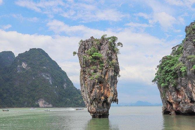 THE PREMIUM JAMES BOND Island by Speed Boat