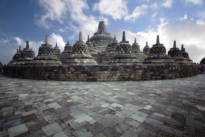 Sunrise Setumbu hill, Borobudur and Lava Tour