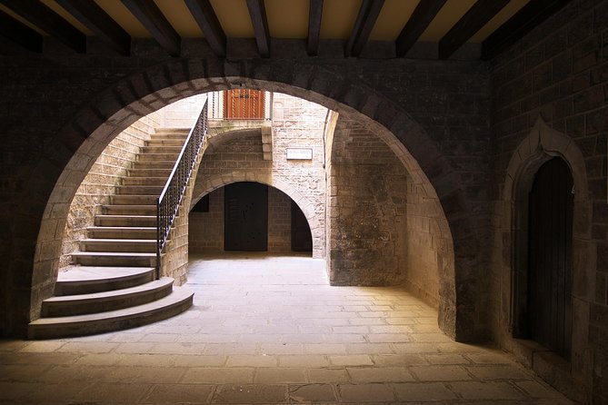 Barcelona Gothic Quarter: Guided Walking Tour photo 3