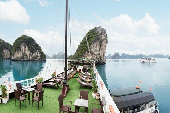 Crucero de un día de lujo para visitar Bai Tu Long Bay