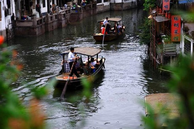 Zhujiajiao Water Town Private Tour with Local Farm Visit and Fruit Picking