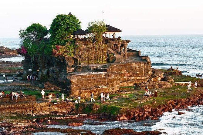 Private Day Tour Ulundanu Temple,Jatiluwih and Tanah Lot temple