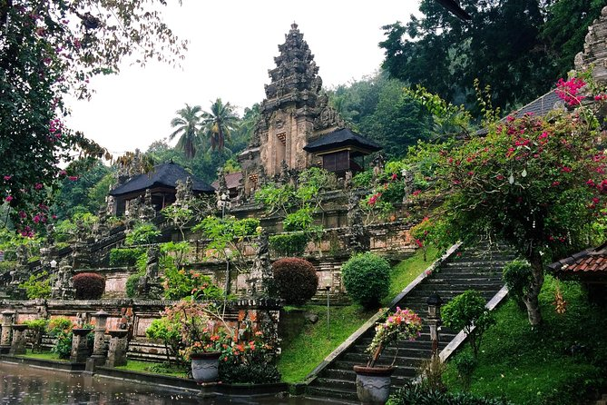 ubud private tour , morning market,waterfall,kehen temple, volcano, rice terrace
