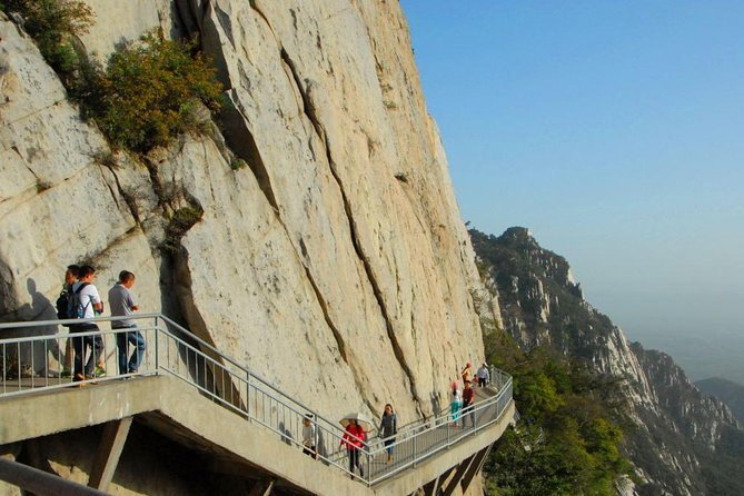 Luoyang Private Tour to Shaolin Temple and Sanhuang Village Scenic with Cable Car Ride