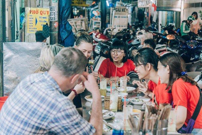 Saigon Highlights and Street Food Tour with Local Student