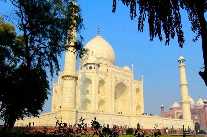 Day trip to Taj Mahlal from Delhi by private car