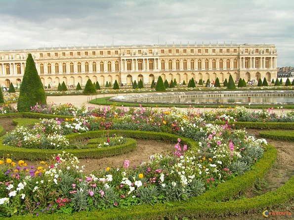 Giverny & Versailles Day Trip with Lunch & Hotel Transfer from Paris