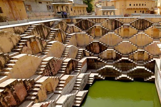 Jaipur Airport Pickup/Drop off & Private City Tour with Guide