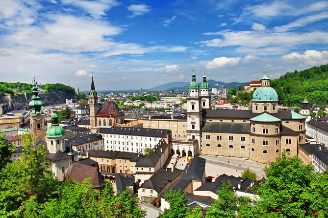 Scenic transfer from Salzburg to Prague with 4 hours stop in Hallstatt