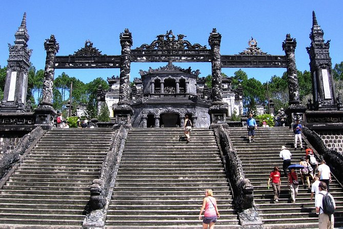 PRIVATE TRANSFER from Hoi AN To Hue City AND sightseeing on the way