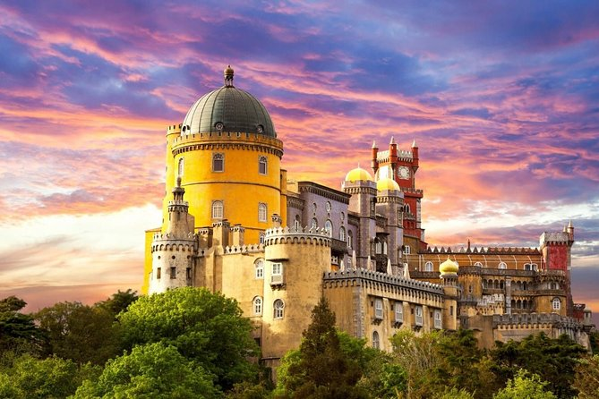 Private Tour of Sintra, Cabo da Roca and Cascais with 2 Palaces