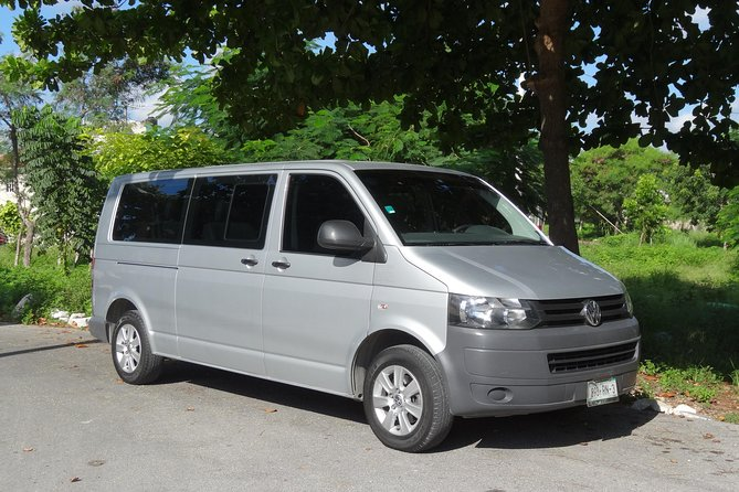 One Way Van Transfer from Cancun Airport to Cancun Hotel Zone up to 2 passengers photo 1