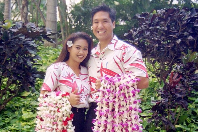 Arrival Lei Greeting and Round Trip Waikiki Transfers