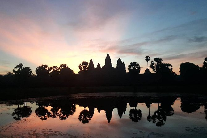 Sunrise at Angkor Wat, Bayon and Ta Prohm Temple Tour