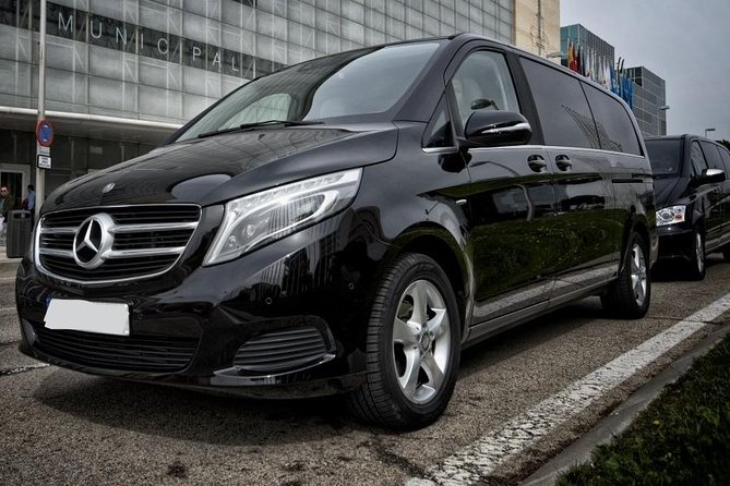 Departure Private Transfer Auckland City to Auckland Airport AKL by Luxury Van