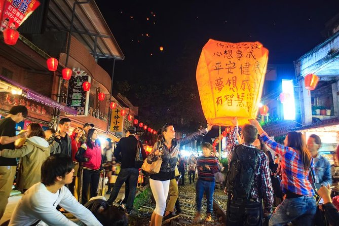 Pingxi and Jiufen Day Trip from Taipei with Sky Lantern Experience (10 hrs)