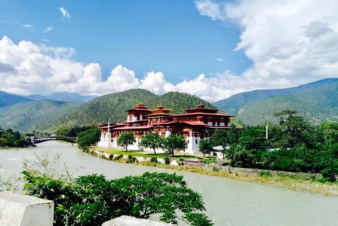 Short Tour to Explore Beauty of Bhutan