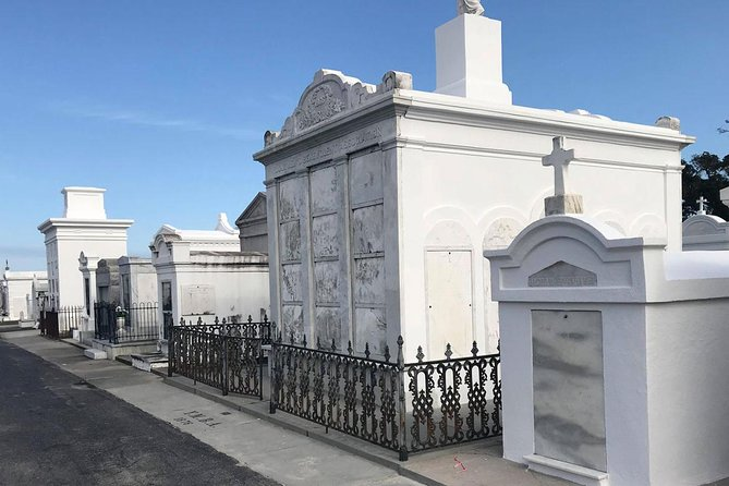 New Orleans City and Cemetery Tour by Bus