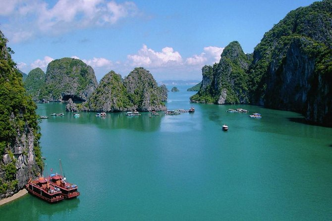 Halong Bay discovery with 8 hours boat tour from Halong city