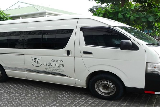Private One Way Transfer from Manuel Antonio to Arenal La Fortuna
