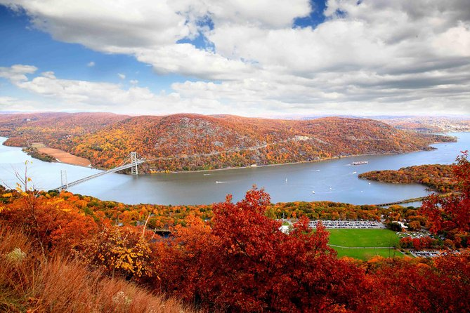Private Hudson Valley Fall Foliage Helicopter Charter from Manhattan(4-5 People)