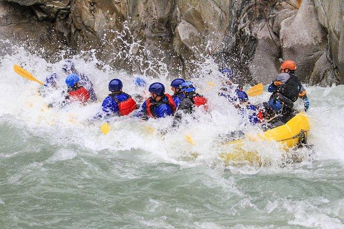 Excursión de 2 días para acampar y hacer rafting en el río en Squamish