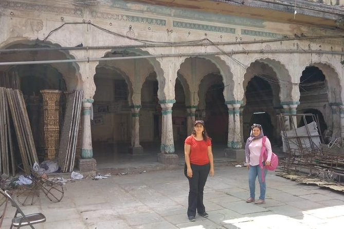 Old city walk in Hyderabad with Professional Guide & Pick up drop