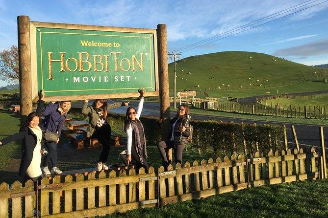 Auckland to Rotorua via Hobbiton Small Group Tour (One Way)