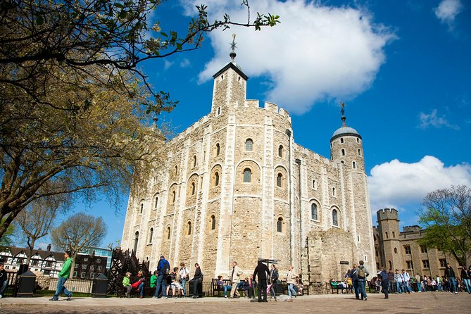 Tower of London with Big Bus London Hop-On Hop-Off Tour and River Cruise