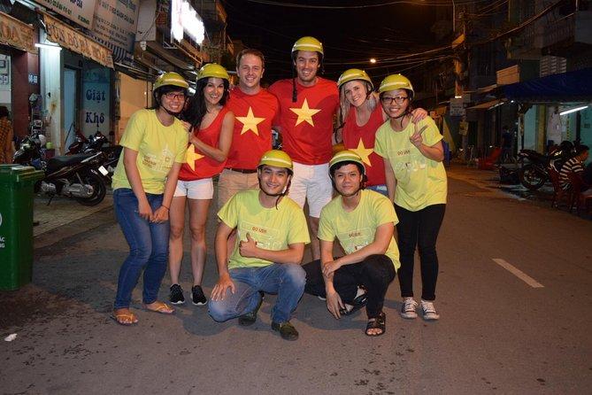 Night Saigon Delish - オートバイに関するすべての包括的なサイゴンストリートフードツアー