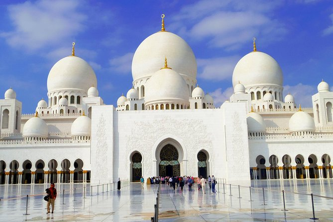 Abu Dhabi City Tour & Sheikh Zayed Grand Mosque Plus Warner Brothers Theme Park