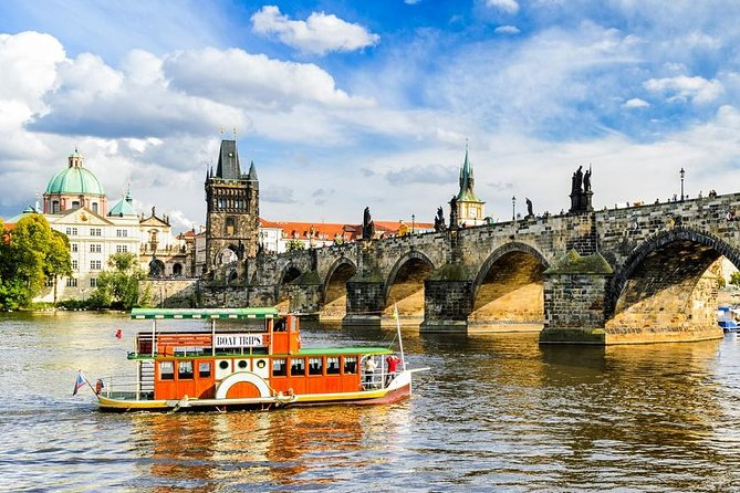 Prague Full-Day Private Walking Tour with Lunch and Boat Trip