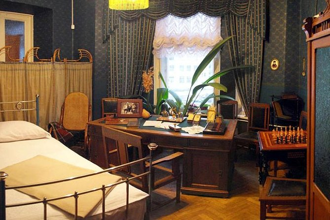 Visit the apartment that used to be attended by Lenin and Stalin themselves