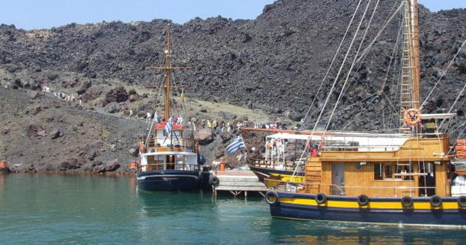 Tour of Caldera on Sailing Boat & Bus Transfer:Volcano-Hot springs-Thirassia-Oia