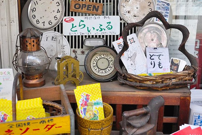 Private Tour - Stroll Around Antique Shops and Secondhand Bookshops