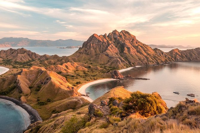 Flores: Four Islands Explorers for Komodo Dragons & Manta Rays (from Labuan Bajo)