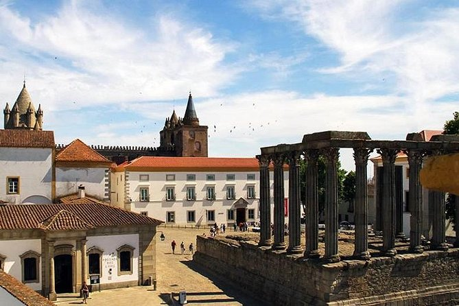 Private Tour: Évora and Monsaraz from Lisbon