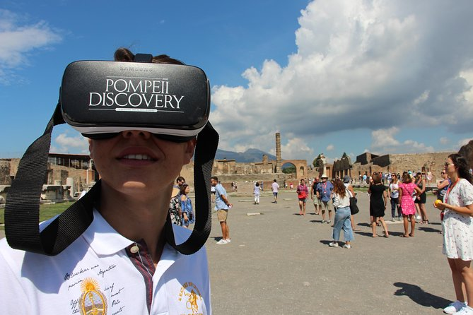 Sharing Tour with an authorized guide and VR Headsets inside the ancient Pompeii
