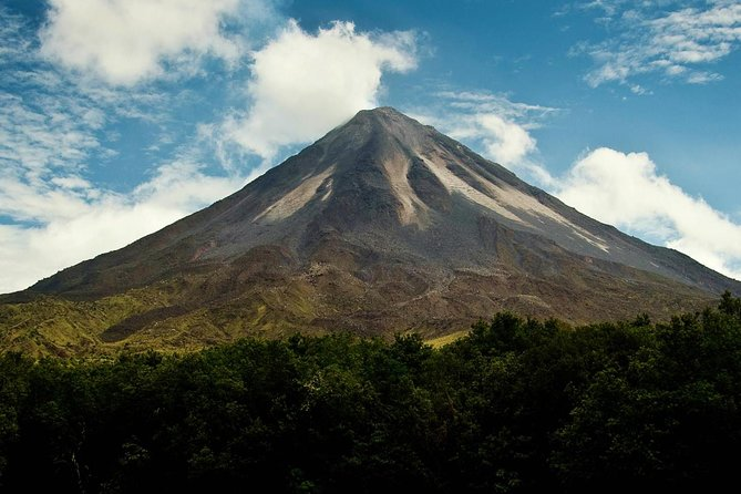 San Jose Airport Private Transfer to La Fortuna 1 to 4 People