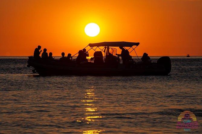Excursão de cruzeiro com snorkel e passeio de caverna na praia de ibiza