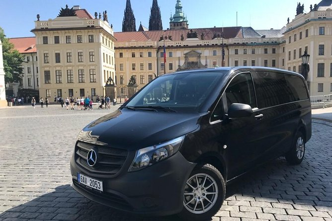 Private Minivan Transfer from Prague City to Prague Airport for up to 6 People