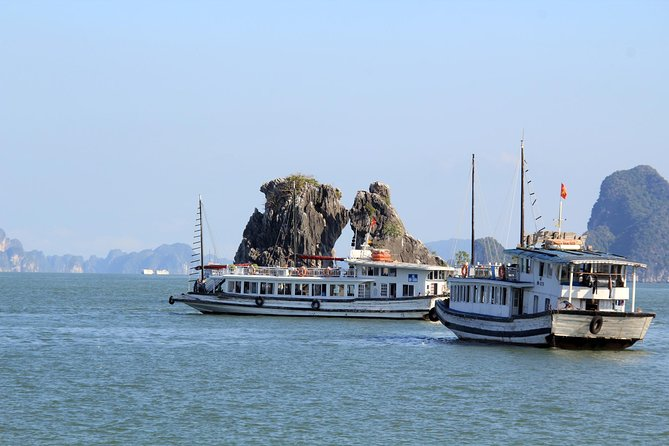Halong Bay Cruise Day Trip: Visit Thien Cung Cave, Kayaking & Lunch - best price