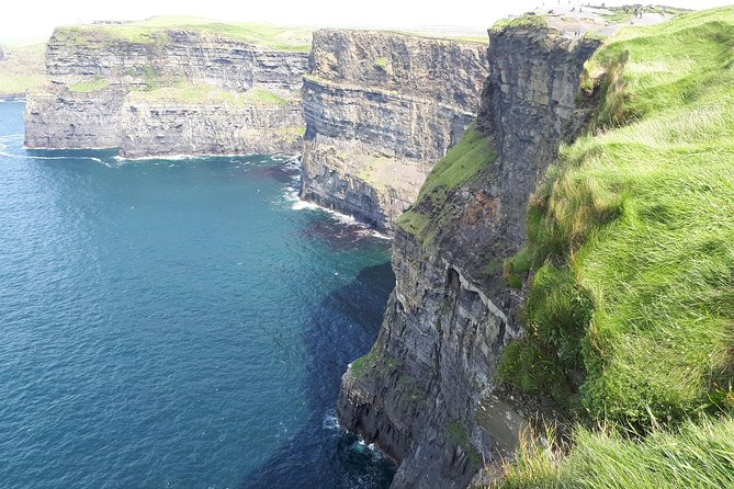 Mini Bus Tour of The Cliffs of Moher & Bunratty Castle