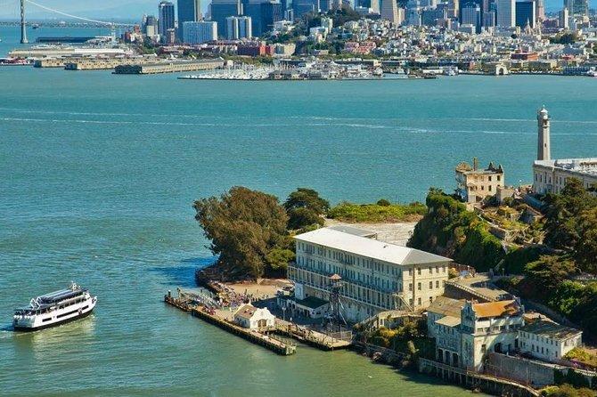 Exclusive-Skip the Line: Alcatraz and Aquarium of the Bay Combo Pass
