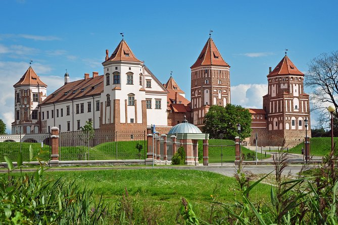 Private sightseeing tour from Minsk to Mir Castle and Nesvizh Palace