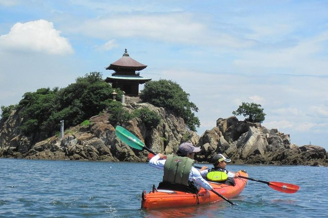 Have an adventure by kayak! A half-day tour in Tomonoura!
