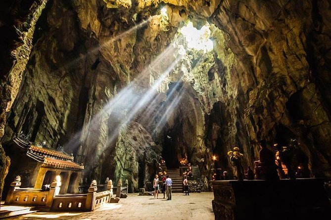 Private car transfer from Hoi An to The Marble Mountain ( Round Trip )