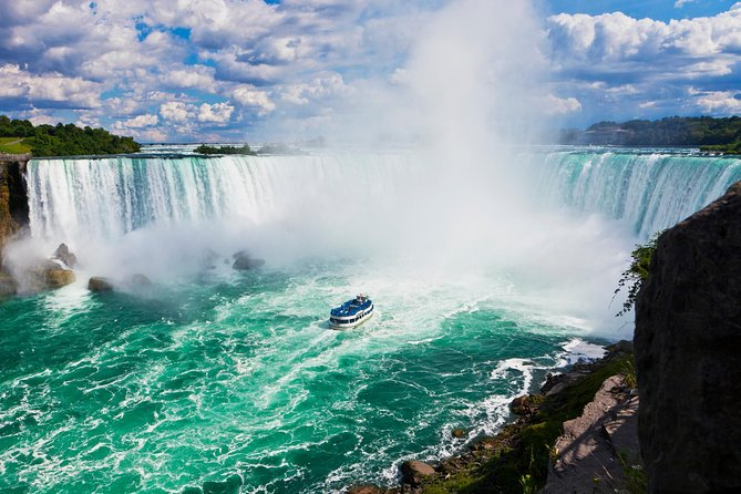 Niagara Falls Canadian Side Tour and Maid of the Mist Boat Ride