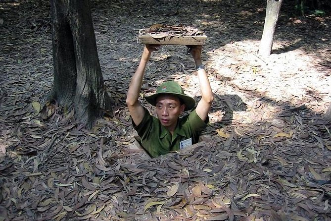 Private Tour: Full Day Ho Chi Minh City and the Tunnels of Cu Chi Tour